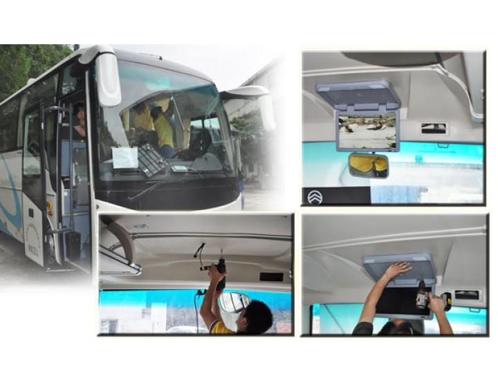 Die Installation einer Dach-mount-display in den bus